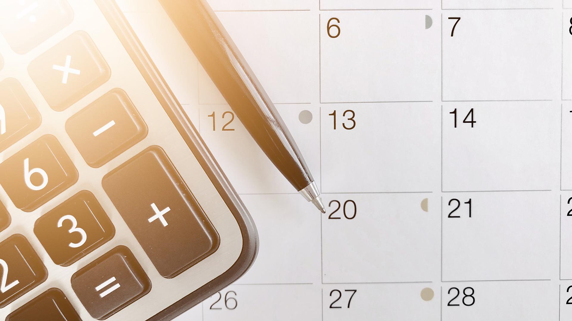 Calendar calculator and a pen