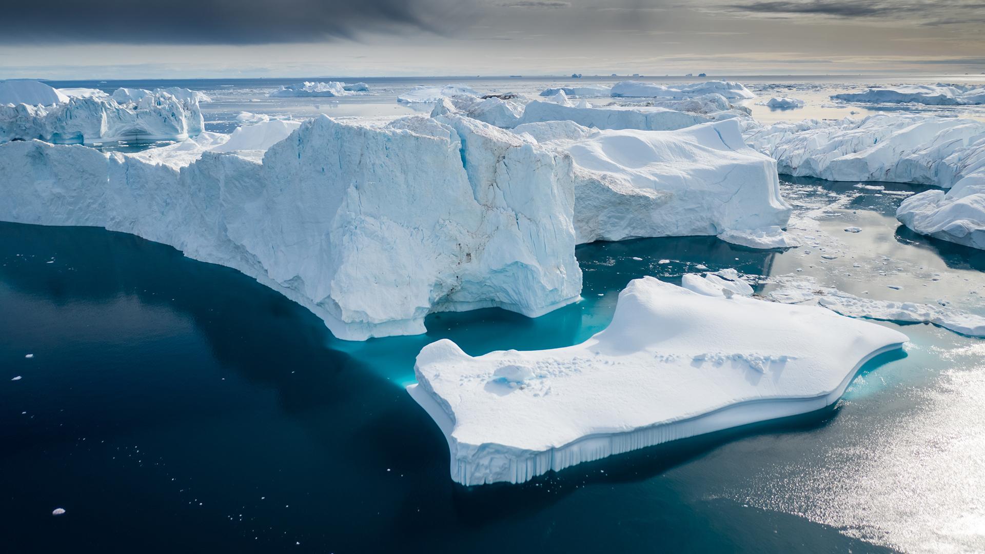 Climate-change-ice-glacier-horizon-north-pole