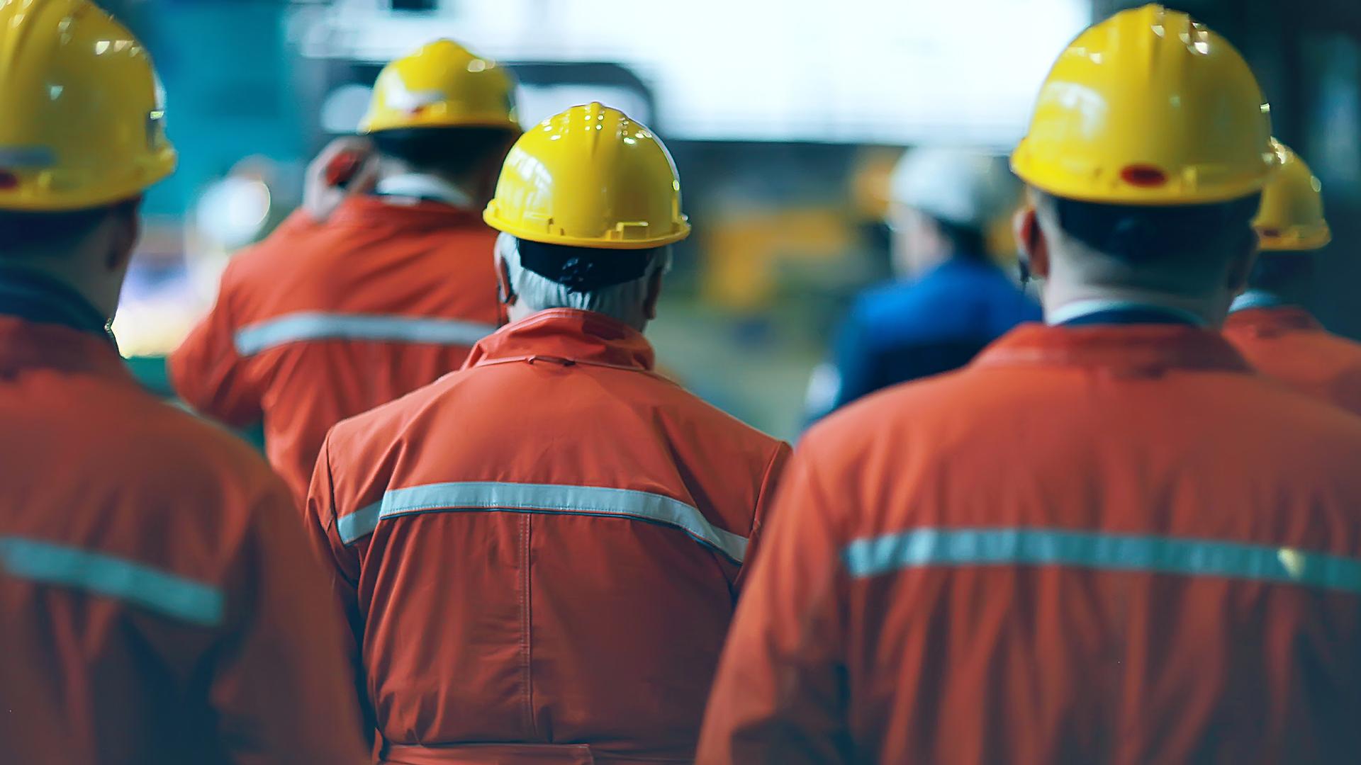 Construction-engineers-engineering-workers-contractors