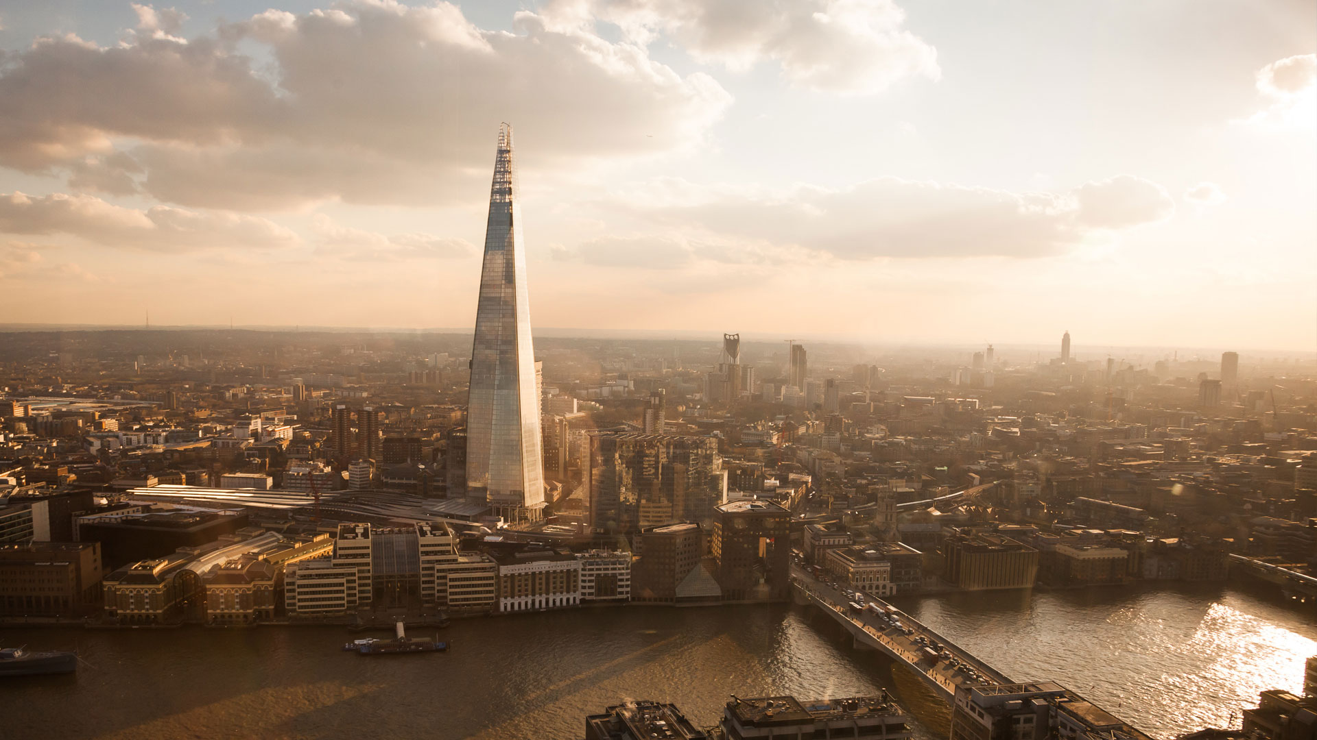 London skyline, view of London Bridge and the Shard
