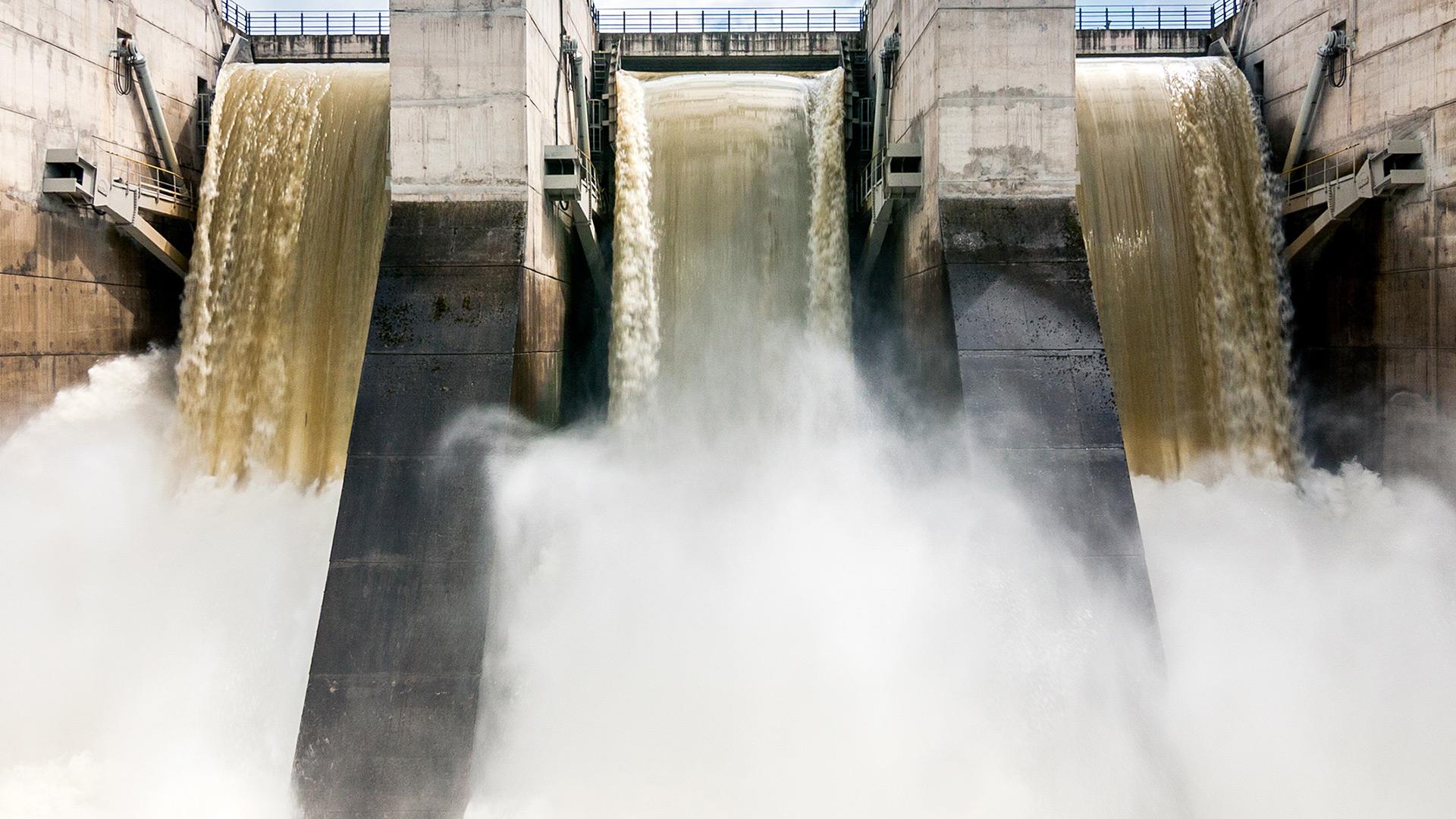 Évacuation des eaux d'un barrage hydroélectrique