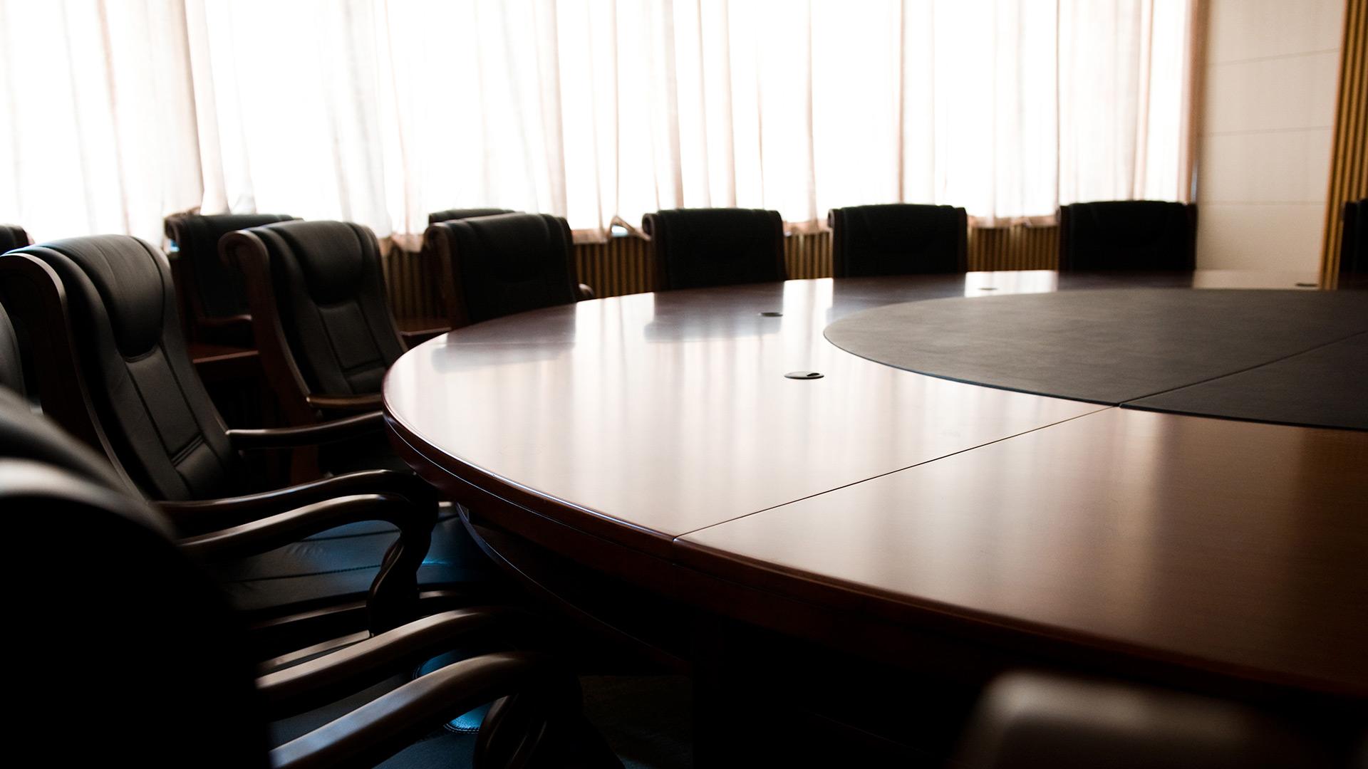 Table de conseil d'administration vide