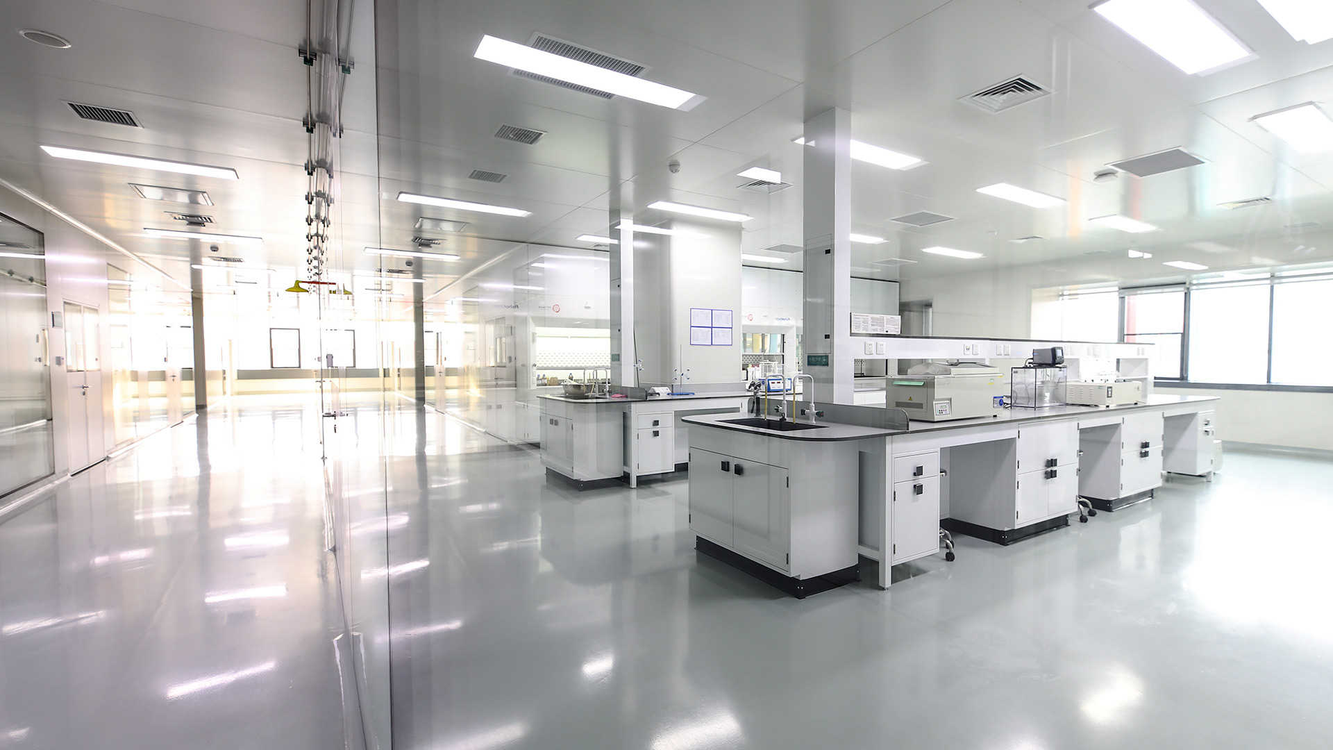 Drug manufacturing laboratory equipment