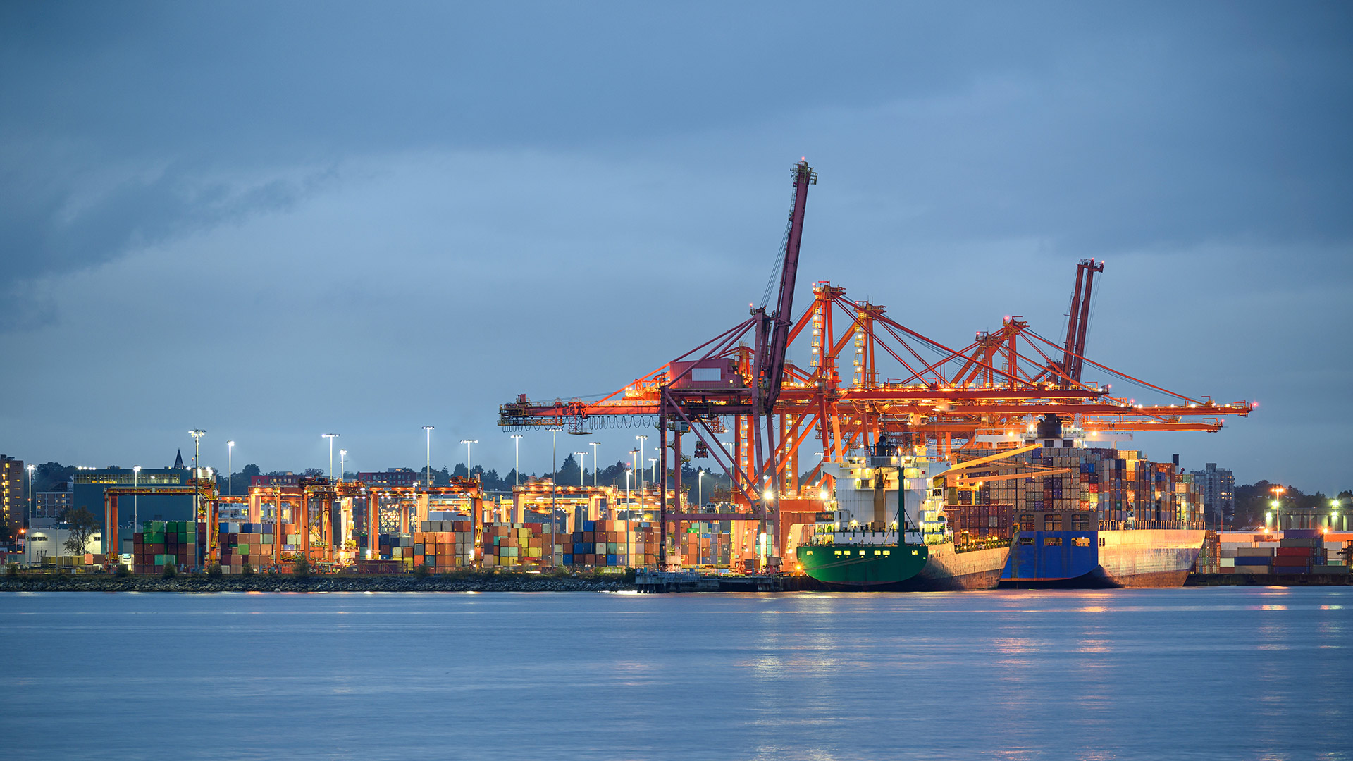 Shipping bay with containers